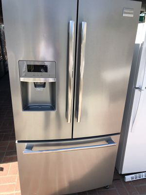 Frigidaire professional currently connected for showing works perfect extremely clean for Sale in South Gate, CA