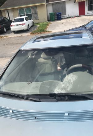 Front windshield plus sunroof and rear back window for Sale in Miami Gardens, FL
