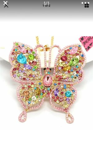 """Betsey Johnson rhinestone 3 d Butterfly 3"""" wide on a gold chain for Sale in Northfield, OH"""