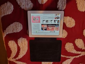 16gb ipad with case for Sale in Beaumont, TX