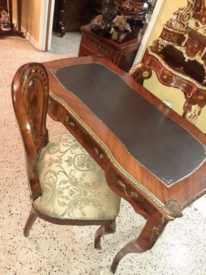 Escritorio antiguo y silla for Sale in Hialeah, FL