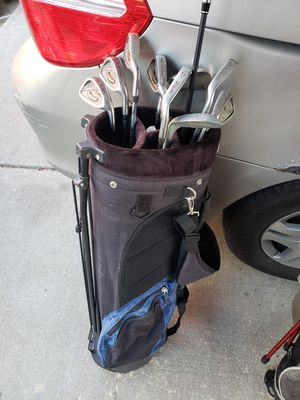 2 bags of left handed golf clubs for Sale in Chicago, IL
