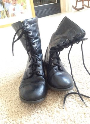 Girls black boots size 4 1/2 for Sale in Lexington, KY