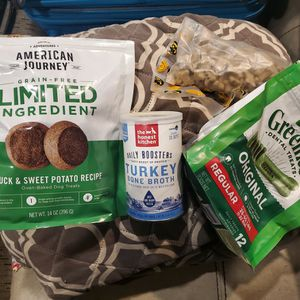 Free dog food & treats Pending Pick Up for Sale in Lake Stevens, WA