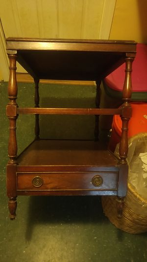 Heritage Henredon Side Table Genuine Mahogany for Sale in Dedham, MA