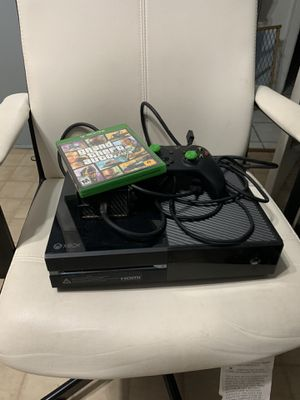 Xbox One 500gb original cables with HDMI plus GTA5 with controller for Sale in Irvine, CA
