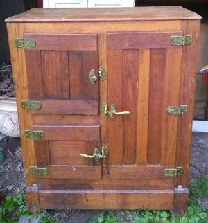 Antique Oak Icebox for Sale in Cumberland, VA