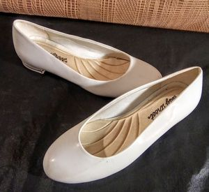 White Easy street Woman's Dress Shoes size 7M for Sale in Greenville, SC