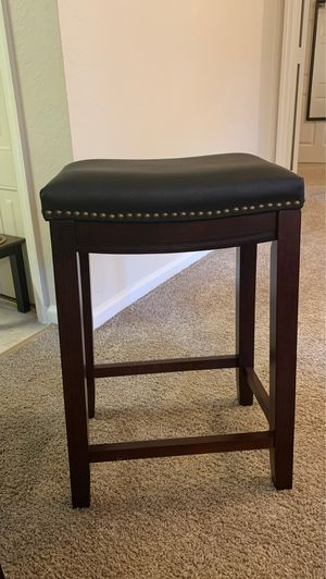 BEAUTIFUL WOODEN LEATHER BAR STOOLS for Sale in Orlando, FL