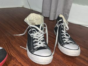 Size 8.5 converse Hardly worn. Just getting rid of extra closet space for Sale in Houston, TX
