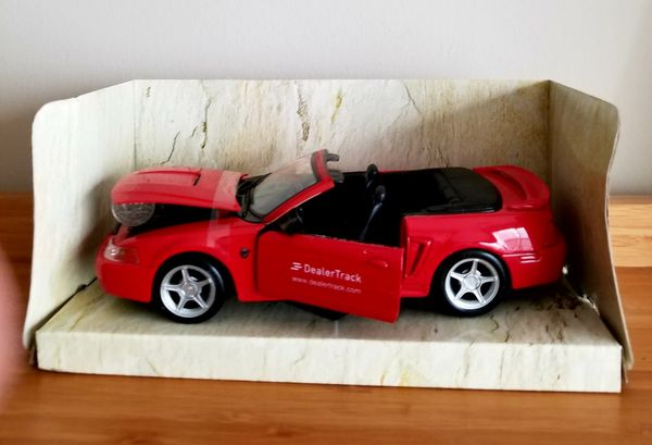 1:24 Display Maisto Special Edition Red 1999 Ford Mustang GT Convertible
