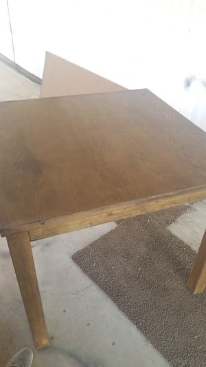 Nice sturdy kitchen table for Sale in Tulare, CA
