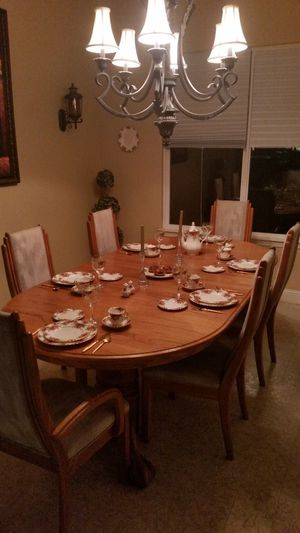 Oak Dining Room Set (Excellent Condition) for Sale in Modesto, CA