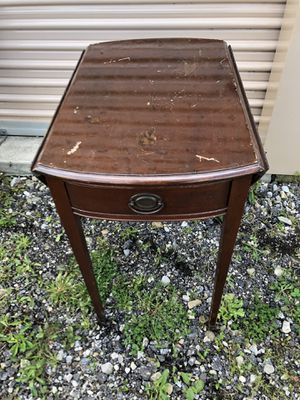 Antique drop leaf small end table for Sale in Johnstown, OH