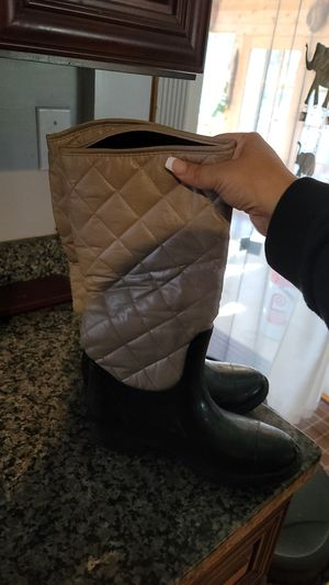 Rain Boots Size 8 blk & grey for Sale in Manchester, CT