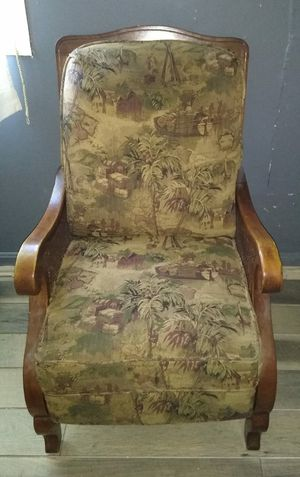 Antique Chair for Sale in Hillcrest Heights, MD