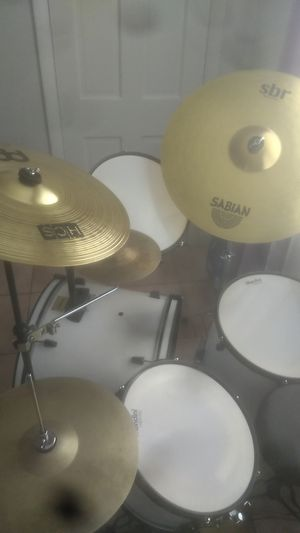Drums set with cymbals for Sale in Miami Beach, FL