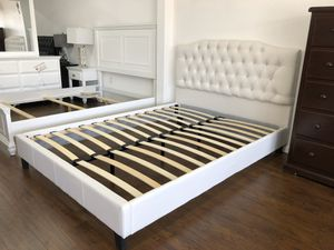 QUEEN BED FRAME $200 $20 DELIVERY 🚚 MATTRESS INCLUDED 💥 • Brand new in box • Hardware & instructions included • Price is firm • We do not assemble for Sale in Bell Gardens, CA