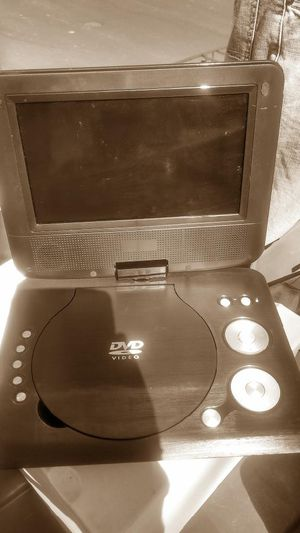 "7"" swivel screen portable DVD player for Sale in Sheridan, CO"