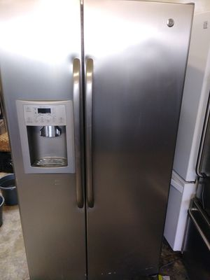 REFRIGERATOR GENERAL ELECTRIC PROFILE STAINLESS STEEL for Sale in Los Angeles, CA