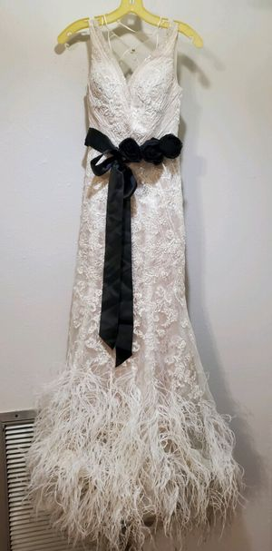 Galina Signature Wedding Dress Size 2 for Sale in Tampa, FL