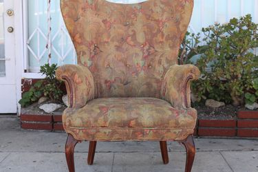 Vintage Used Wingback Chair for Sale in Universal City,  CA