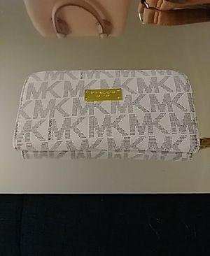 Michael kors wallet for Sale in Wheat Ridge, CO