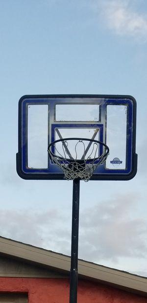 Basketball hoop 2 years old for Sale in Tarpon Springs, FL