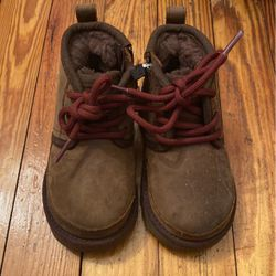 Kid Ugg Boots Size 7 for Sale in Washington,  DC