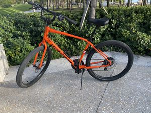 Specialized Roll Sport 21 Speed Size Large - Black Friday Special for Sale in Miami Beach, FL