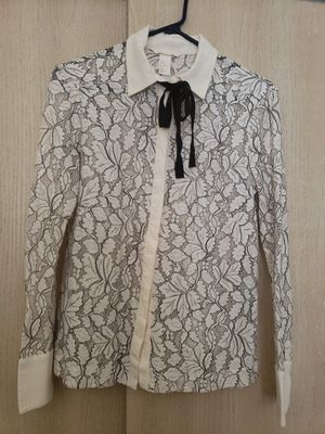 H&M lace blouse sz 8 or medium for Sale in Columbia, MO