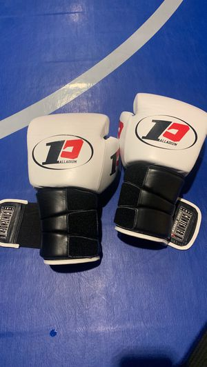 Boxing gloves for Sale in Kennewick, WA