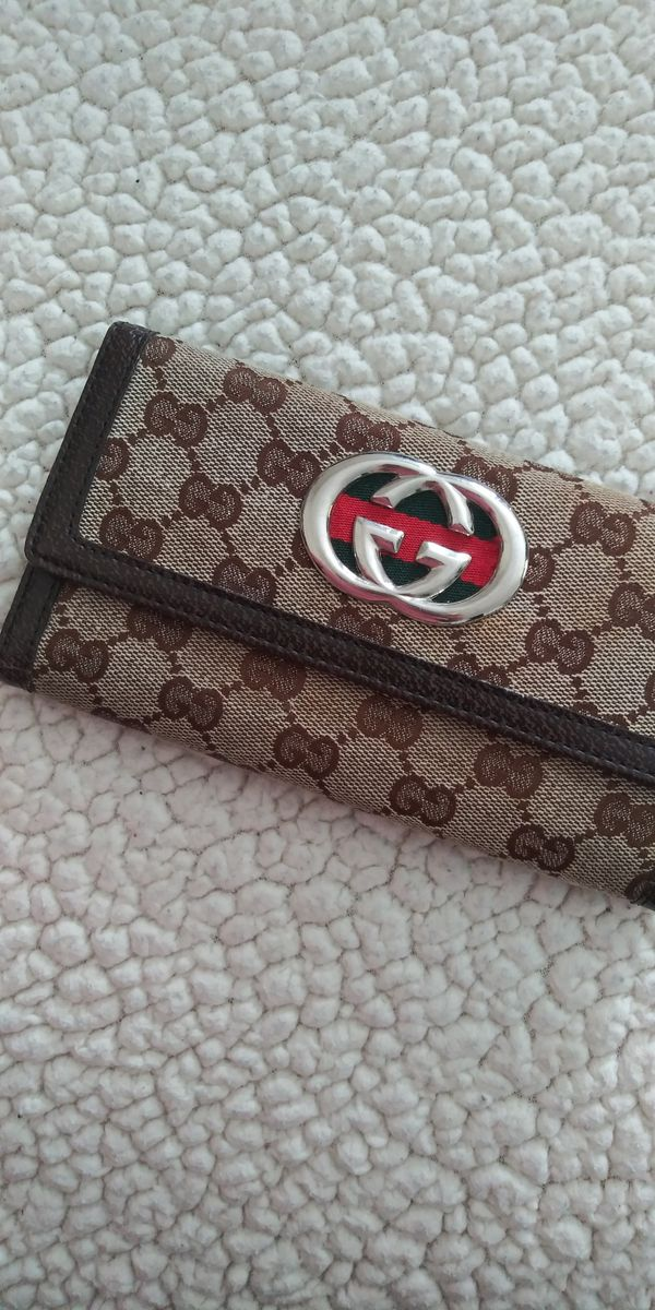 original gucci wallet has signs of use but they are pekenas. That's why I leave it varata. But the rest is perfect.