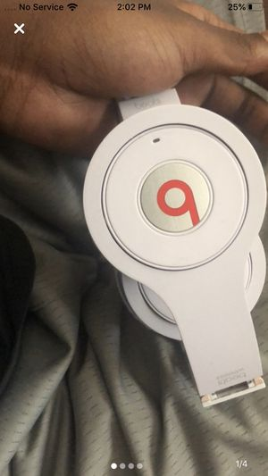 Beats wireless headphones great condition flaws shown 9/10 serious buyers for Sale in Houston, TX