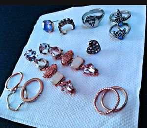 YOU GET 5 EARRINGS AND 8 RINGS ALL FOR $10 for Sale in North Las Vegas, NV
