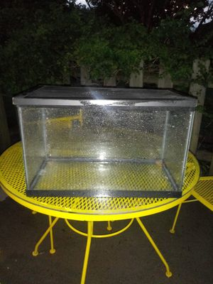 Fish tank with screen top for Sale in Nashville, TN