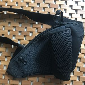 Brand New Black athletic waist bag with water bottle holder for Sale in Lakewood, CO