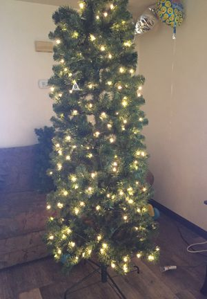 Tree like new whit lights for Sale in Green Bay, WI