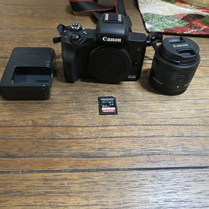 Canon M50 Kit for Sale in Selma, CA