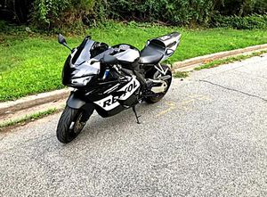 FullPrice$1000 05 Honda Cbr1000 Carbon for Sale in Wichita, KS