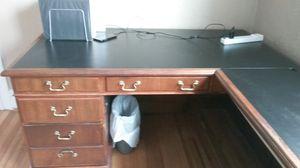 L-shaper corner desk for Sale in Denver, CO