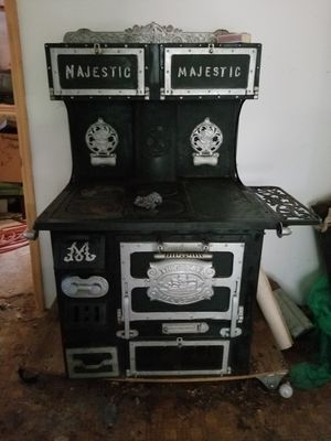 Vintage Great Majestic cast iron oven for Sale in St. Petersburg, FL