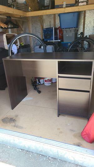 Desk for Sale in Pico Rivera, CA