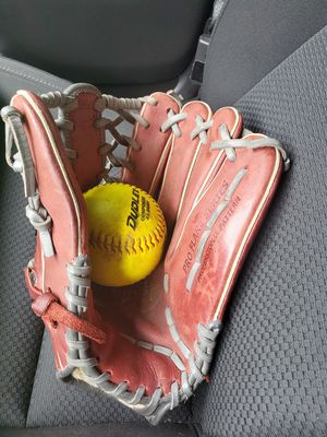 Softball glove for Sale in Pflugerville, TX