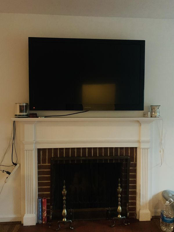 55in tv with chrome cast and wall mount