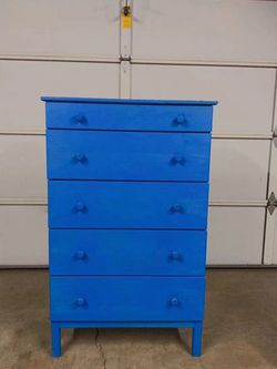 Large Solid Wood Dresser excellent condition for Sale in Moreno Valley,  CA