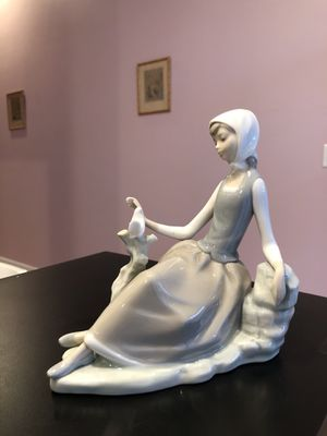 Lladro Limited Edition- Young Girl With A Dove Figurine Made In Spain for Sale in Feasterville-Trevose, PA