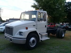2000 Freightliner FL70 short cab n chassis for Sale in Jonestown, PA