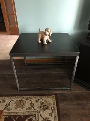 Sturdy coffee table or side table !! good condition !! measure 27 inches wide 23 deep 22 high for Sale in East Chicago, IN