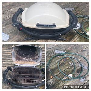 Weber Q100 with Jose for full size propane tank for Sale in Bloomington, IL
